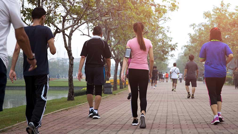 ¿Caminar adelgaza?